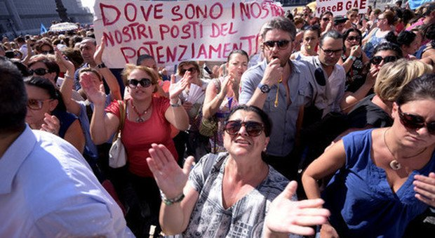 I docenti tornano in piazza: 1000 cattedre scomparse in Campania