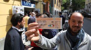 Napoli, il sogno scudetto continua: «E domenica invadiamo Firenze»