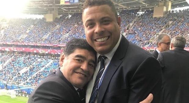 Maradona e Ronaldo l'abbraccio social: «Oggi manchiamo noi»