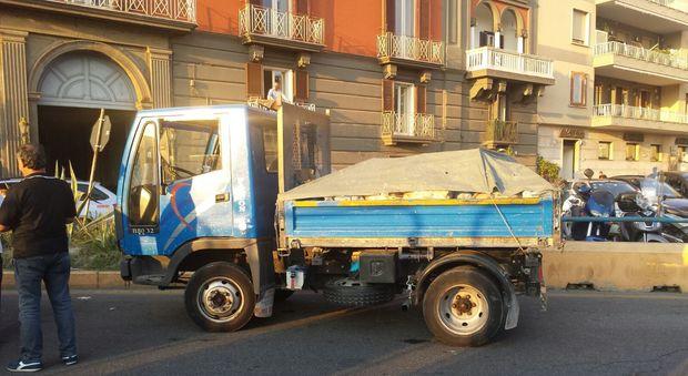 Napoli, fermato un furgone carico di pericoloso amianto