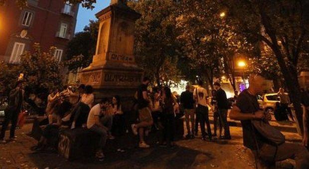 Movida e inquinamento acustico presidio in piazza Bellini a Napoli