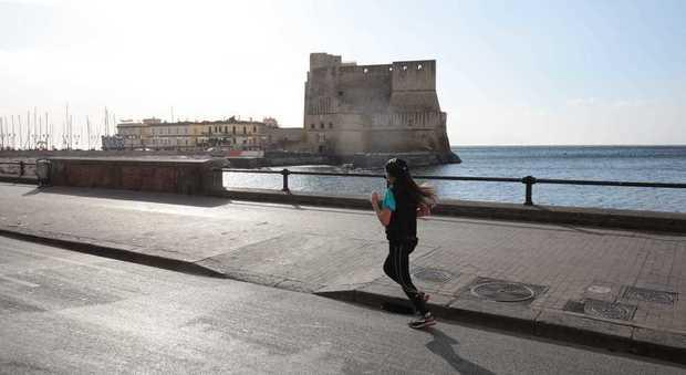 Napoli, raffiche di vento e mare agitato (Newfotosud, Antonio Di Laurenzio)