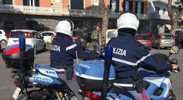 Napoli: non si ferma all'alt in via Caracciolo e fugge con lo scooter,  inseguito e bloccato - Il Mattino.it