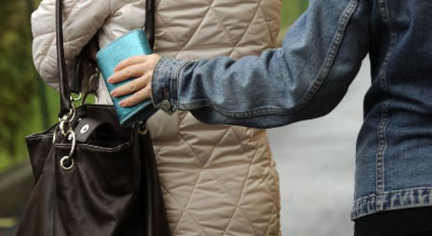 Sventato borseggio a Napoli la vittima è una turista russa