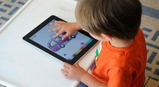 Allarme pediatri: vietare l'uso di tablet e smartphone ai bambini minori di due anni