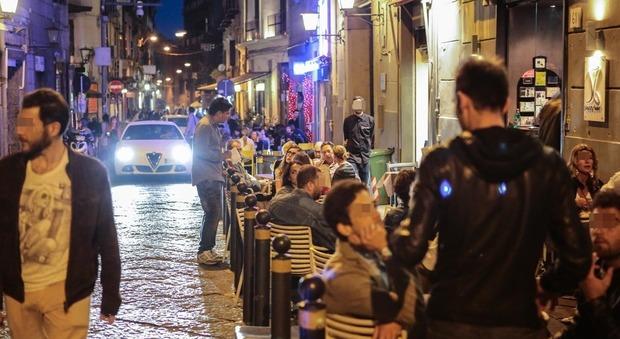 Napoli, movida fracassona presentata una diffida al sindaco