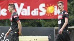 «Bentornati Milik e Zielinski», il saluto dei napoletani a Dimaro | Video
