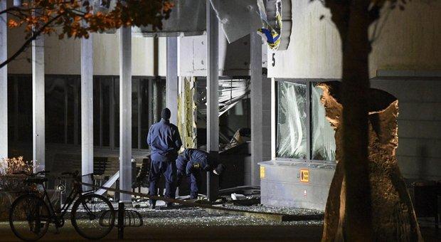Svezia, bomba esplode davanti a una stazione della polizia