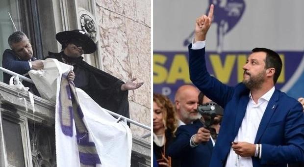 Salvini a Milano, migliaia di sovranisti: proteste e striscioni dai balconi. Rimosso «Restiamo umani» di Zorro