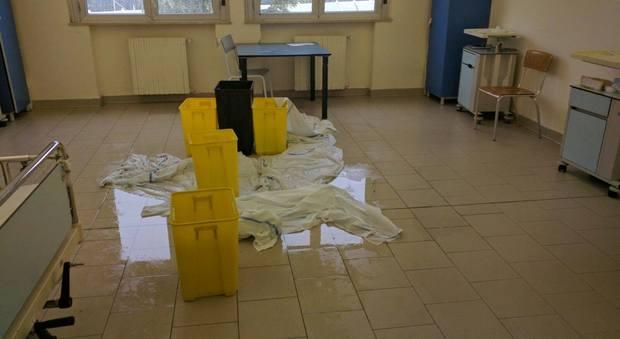 A Napoli piove in ospedale: chiuso reparto, pazienti trasferiti