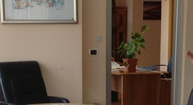 San giuseppe vesuviano microspia nascosta nell ufficio for Piani della casa del barndominio