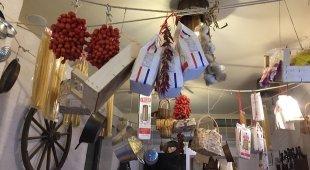 Nasce il progetto «Cook-t», nei vicoli di Chiaia i turisti vanno a lezione di ragù e genovese