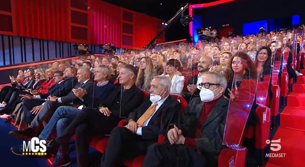 Maurizio Costanzo Show, è polemica per il teatro pieno. E lui spiega: «Pago  io il sierologico a tutti» - Il Mattino.it