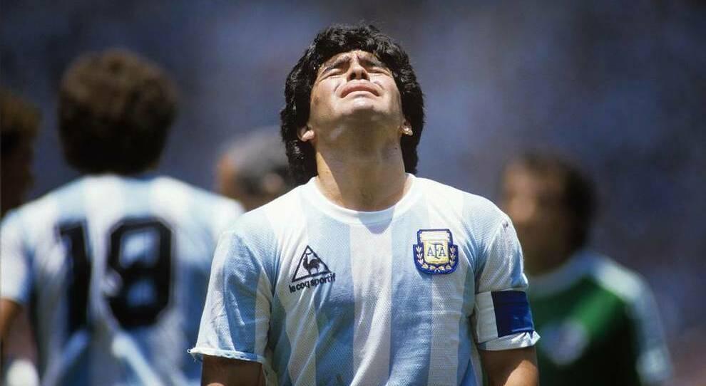 Napoli, maglia speciale per Diego:l'omaggio con le strisce ...