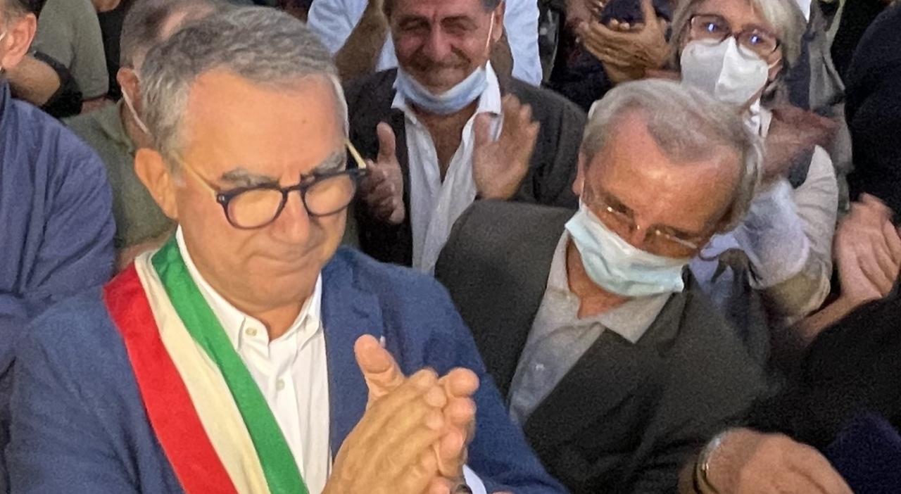 """Vallo, Miraldi escluso dalla giunta. Il Sindaco Sansone chiarisce: """" Romaniello è un uomo di cui mi fido """" ."""