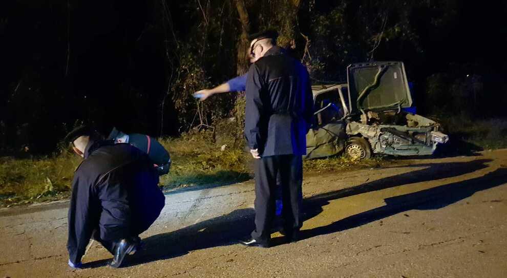 Il padre finisce contro un muretto con l'auto e si ribalta: muore un  bambino di 10 anni - Il Mattino.it