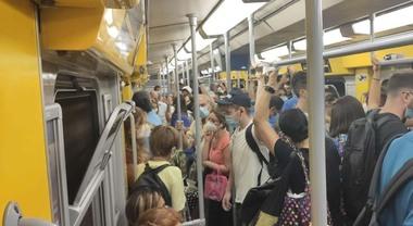 Covid, stretta sui trasporti in Campania: capienza ridotta al 60% su bus e  metro - Il Mattino.it