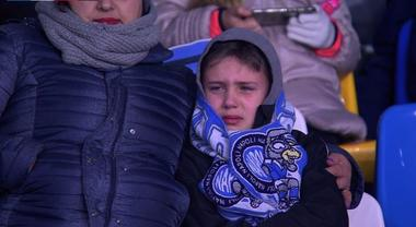 Napoli-Fiorentina, il bimbo in lacrime dopo il gol dello 0-2 fa il ...