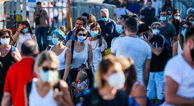 Coronavirus in Campania, torna l'obbligo mascherine all'aperto: c'è l'ordinanza di De Luca - Il Mattino.it