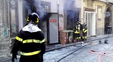 Napoli, incendio al pub al centro storico: malfunzionamento ...