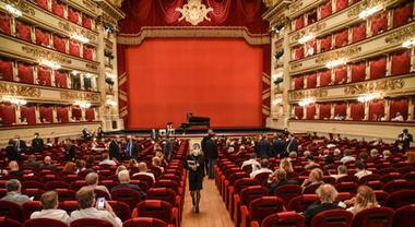 Covid a Milano, il Teatro alla Scala rinvia la presentazione della