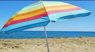 Ombrelloni Da Spiaggia Napoli.Ischia Maxi Sequestro Di Ombrelloni E Lettini Sulla Spiaggia
