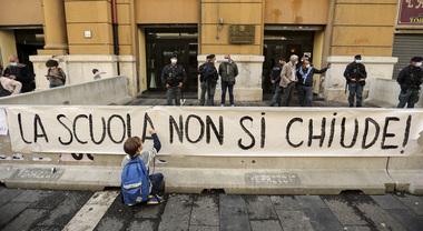Scuole chiuse in Campania, De Luca spiega l'ordinanza: «Oggi 1.261  positivi, le mezze misure non servono più» - Il Mattino.it