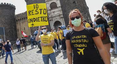Napoli Manifestazione Degli Stagionali Dell Aeroporto Siamo Fantasmi Per Tutti Il Mattino It