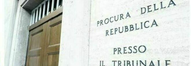 Perugia, muore bidella vaccinata. La denuncia del nipote: «Costretta a stare a scuola con focolaio»