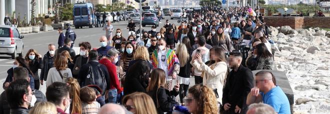Napoli zona gialla, l'ordinanza di de Magistris è un flop: tanti assembramenti e nessuna strada chiusa
