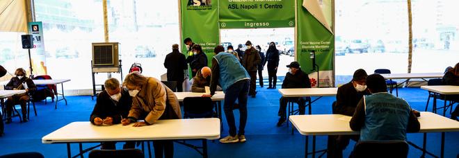 Covid in Campania, i dubbi sul piano vaccini: «Ci sono scorte solo per tre giorni»