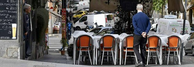 Natale, a tavola al massimo in 6 sia a casa che al ristorante