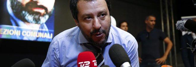 Salvini: «I centri saranno chiusi, basta migranti a spasso per le città. Meno tasse ai ricchi»