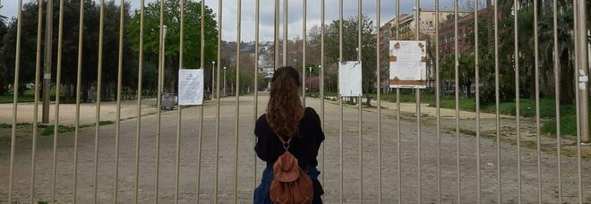 Campania zona rossa, stop alle restrizioni di De Luca: da oggi aperti parchi e ville comunali (ma non a Napoli)