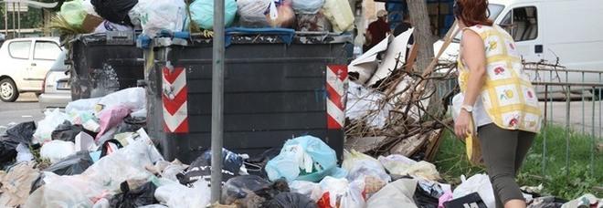 Rifiuti, a Napoli avanza la crisi: 350 tonnellate non raccolte in strada