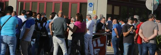 Operai assorbiti e mai messi al lavoro: sindacati denunciano lo stallo alla Jabil
