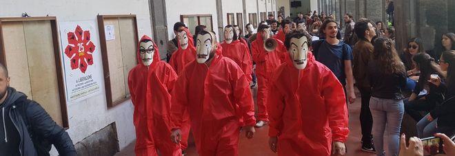 Napoli, universitari in piazza contro l'aumento delle tasse