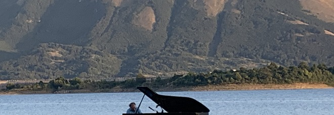 Concerto di Stefano Bollani sul lago di Campotosto
