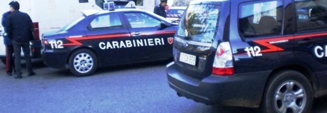 Litiga con il figlio, si barrica in camera e minaccia di uccidersi: salvata dai carabinieri