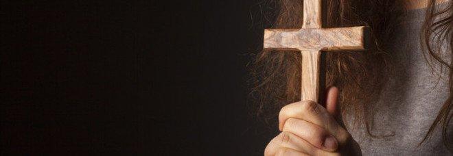 Corsi di esorcismo per insegnanti, ministero propone e Boldrini tuona