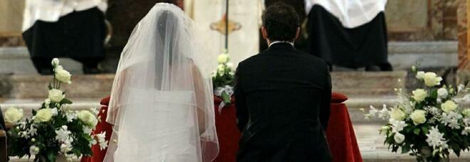 Ascoli, nuovo focolaio dopo un banchetto di nozze. Ci sono già 40 positivi: uno dovrà fare una tac