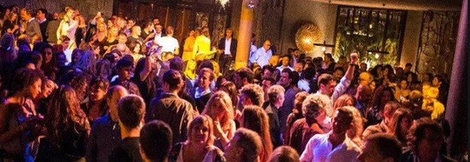 Feste in casa (vietate), tetto agli amici, banchetti e dj: tutte le regole della movida estiva