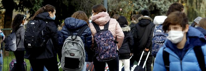 Scuola, riapertura a metà dicembre: l'ultimo tentativo di Conte e Azzolina