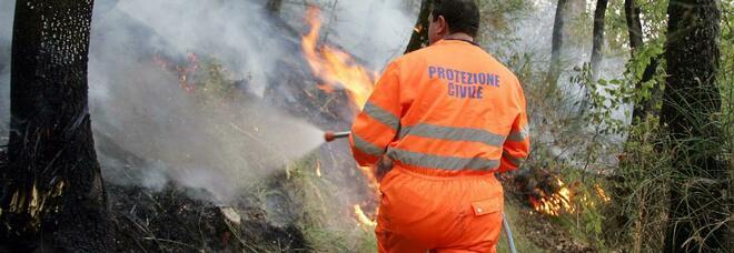 Volontario incendiava i boschi anziché domare le fiamme: arrestato