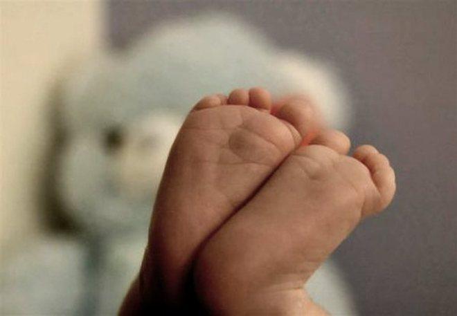 Partorisce in bagno e versa candeggina nella bocca del neonato ...