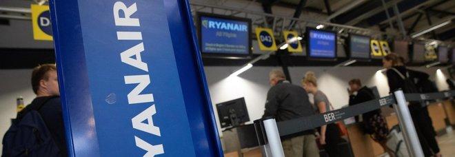 Ryanair, le nuove regole sui bagagli finiscono nel mirino dell'Enac: «Serve correttezza»