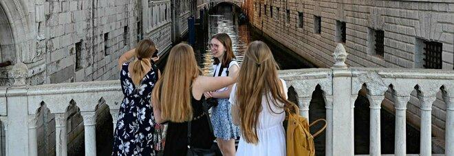 Zone gialle, gli operatori turistici hanno paura: «Questa incertezza porterà disdette»