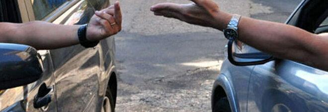 Cava, lite per un parcheggio: uomo aggredito, naso fratturato