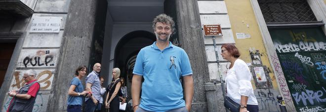 Il tenore tra i vicoli di Napoli e a Pompei: «Incantato»