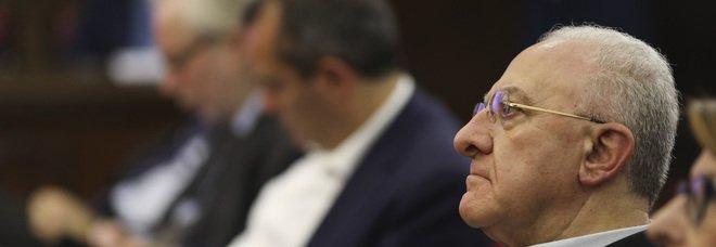 De Luca, accuse choc a de Magistris: «Sequestratelo e sputategli in faccia»